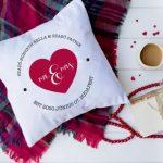 Szíves párna esküvőre – szerelmes ajándék